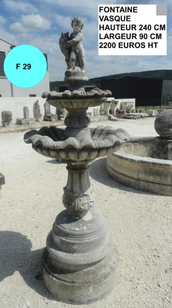 Grande fontaine centrale à vendre avec colonne taillée et double vasque, ornée d'une petite statue pour jardin, exposée dans le 26 par Lemiere Matériaux Anciens 84