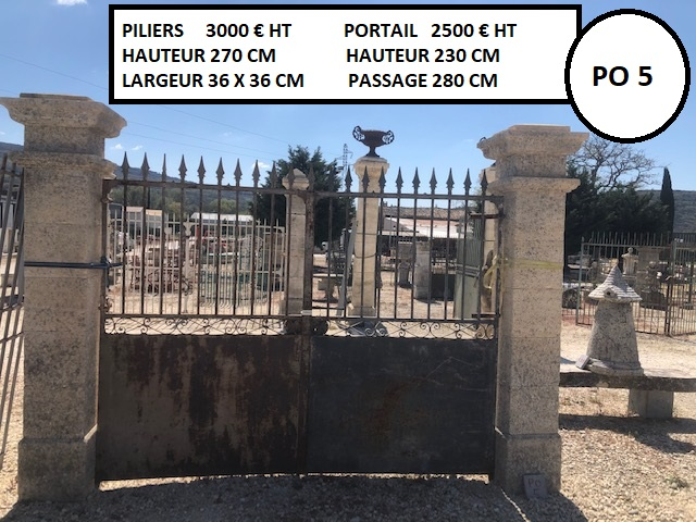 Ensemble piliers en pierre et portail en fer forgé