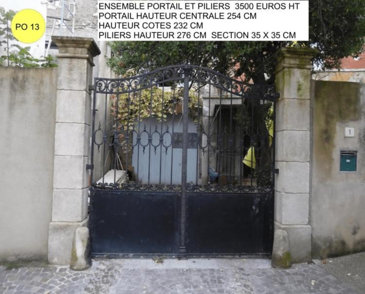 portail ancien en fer forgé et piliers portail en pierre à vendre par Lemiere matériaux 84
