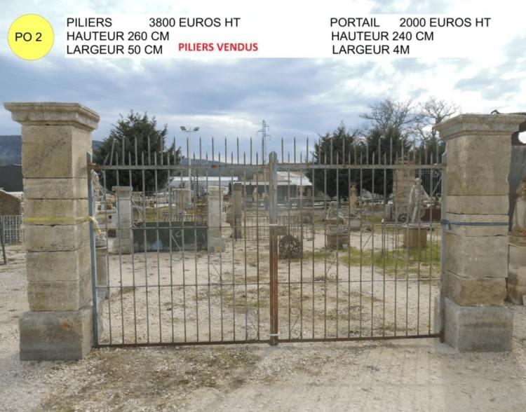 Piliers en pierre et portail ancien en fer forgé à vendre