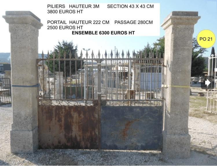 portail ancien effet de grille en fer forge avec piliers portail en pierre, exposé par Lemiere matériaux à Valaurie 26