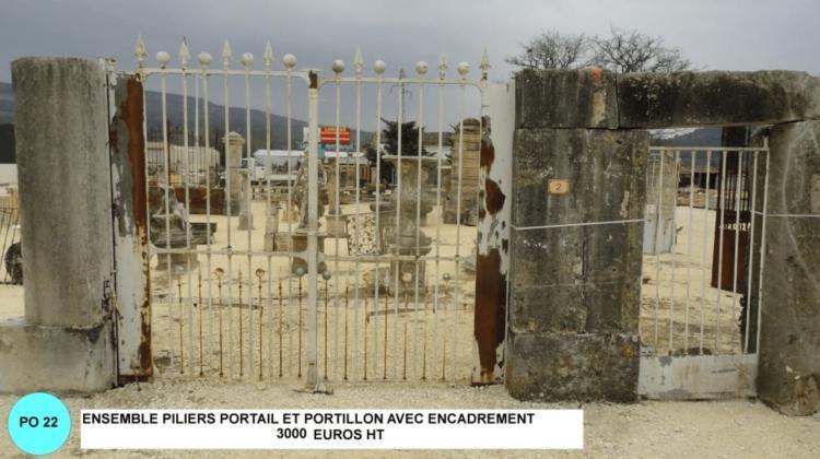 ensemble de portail en fer forgé avec piliers et portillon en fer forge à vendre avec encadrement à vendre par lemiere matériaux anciens 84 exposé à valaurie 26