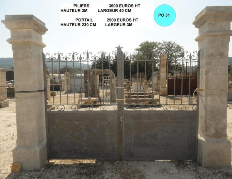portail ancien en fer forge à vendre avec piliers portail en pierre par lemiere matériaux ancien près d'Avignon dans le 84
