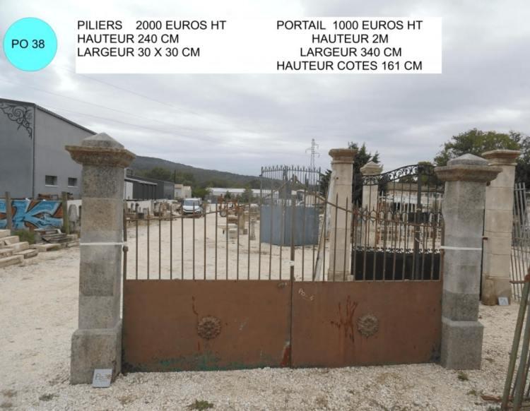 petits piliers portail ancien avec portail ancien en fer forgé à vendre par lemiere matériaux anciens 84